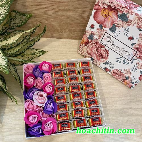 Hộp Socola Valentine Thanh Vuông HCT Hoa Hồng